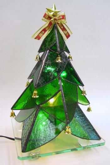 29.ステンドグラスのクリスマスツリー : 手作りで作れるクリスマスツリー 作り方 アイデア集 - NAVER まとめ